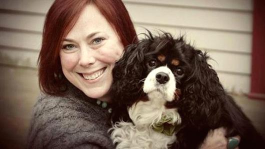 Кели Конуей и нейното куче Джорджия