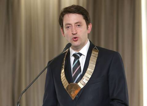 Д-р Матю Садлър