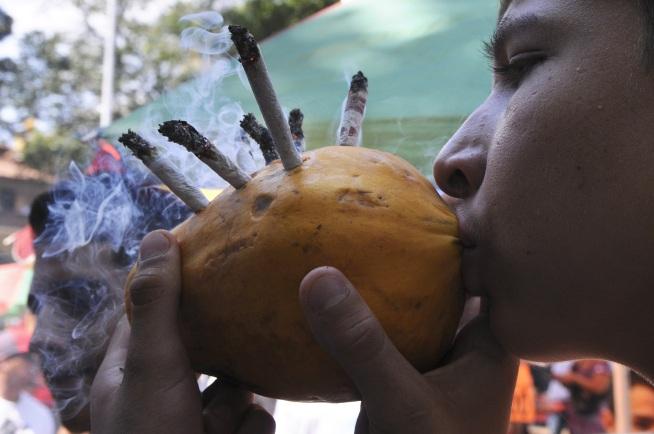 Колумбия легализира марихуаната